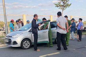 Cà Mau: Điều tra tài xế taxi nghi bị khách cứa cổ ngay trên xe