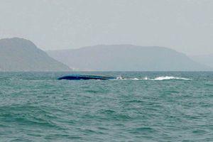 Lật sà lan trên vùng biển Phú Quốc, 1 thuyền viên mất tích