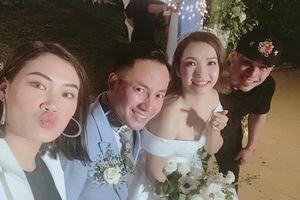 Vợ chồng Tiến Đạt hạnh phúc trong ngày cưới