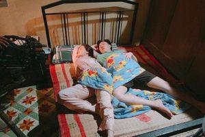 Lộ ảnh giường chiếu 'tình bể bình' của Anh Đức và 'thánh nữ mì gõ' Phi Huyền Trang