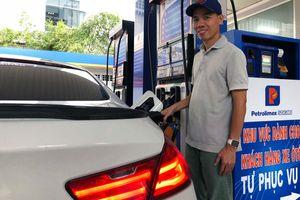 Petrolimex: Trải nghiệm dịch vụ tự đổ xăng ở TP.HCM với phóng viên VTV24