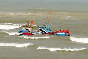 Tìm thấy thi thể người con 15 tuổi trong vụ chìm tàu cá ở Bình Thuận
