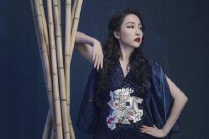 'Chim công làng múa' Linh Nga gây ấn tượng với loạt thiết kế thổ cẩm đẹp mắt