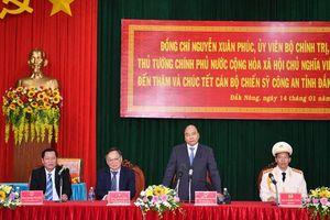 Thủ tướng Nguyễn Xuân Phúc thăm, chúc Tết cán bộ, chiến sĩ công an tỉnh Đắk Nông