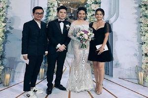 Những khoảnh khắc khó quên trong đám cưới của ca sĩ Lê Hiếu