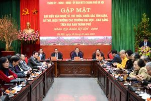Lãnh đạo TP Hà Nội gặp mặt các đại biểu văn nghệ sĩ, trí thức, tôn giáo