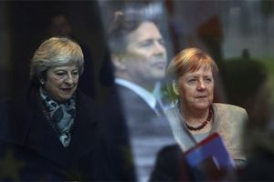 Trước giờ bỏ phiếu Brexit: Thủ tướng Merkel 'buông tay' bà May