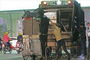 17.000 tấn rác ùn ứ tại nội đô, công nhân cật lực thu gom xử lý