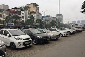 Thuê ô tô tự lái dịp Tết: Giá đắt, điều kiện hà khắc vẫn không có xe mà lái