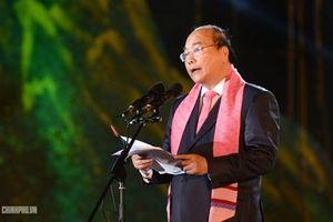 Thủ tướng: Hãy để mỗi tấm thổ cẩm đều hàm chứa lịch sử, bản sắc văn hóa của 54 dân tộc anh em