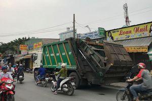Va chạm với xe chở rác, 2 thanh niên tử vong