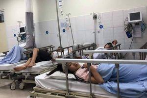 10 người nhập viện cấp cứu nghi ngộ độc thức ăn ở nhà hàng