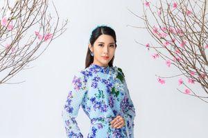 2 á hậu lộng lẫy trong ao dài 'Thành phố mười mùa hoa'