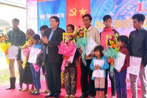 Nhiều người Lào sống tại Quảng Trị được nhập quốc tịch Việt Nam