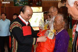 Thủ tướng: Không để bà con 'đói cơm, lạt muối' ngày Tết