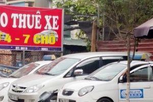 Dịch vụ cho thuê xe ô tô tự lái dịp Tết: 'Giá chát, khan hàng'