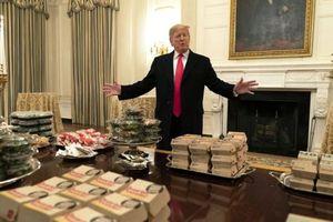Tổng thống Trump khiến Nhà Trắng bất ngờ vì hành động chưa từng có tiền lệ