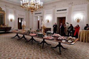 Tổng thống Mỹ gây ngỡ ngàng khi 'mở tiệc' chiêu đãi với 300 chiếc bánh humberger