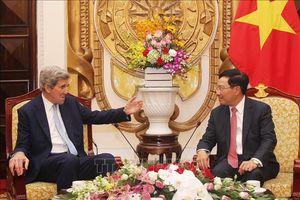 Phó thủ tướng Phạm Bình Minh tiếp cựu ngoại trưởng Mỹ John Kerry