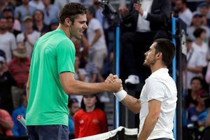 'Người tí hon' hạ gục tay vợt cao hơn 2 m tại Australian Open
