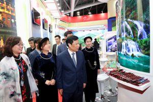 Bộ trưởng Nguyễn Ngọc Thiện thăm Hội chợ Travex