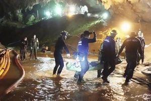 Tiết lộ sự thật cuộc giải cứu ngoạn mục đội bóng nhí Thái Lan mắc kẹt