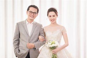 Điều lạ bộ ảnh cưới của NSND Trung Hiếu và vợ trẻ