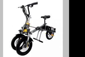 Swagtron Commander: Đứa con lai của xe đạp điện và xe ba bánh Yamaha Niken