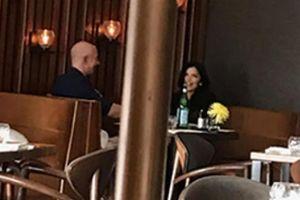 Lộ ảnh tỷ phú giàu nhất thế giới ăn tối thân mật cùng người tình