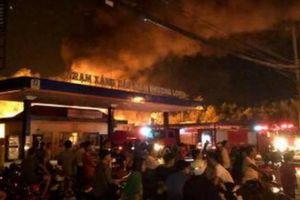 Đang cháy lớn tại cây xăng ở Đồng Nai