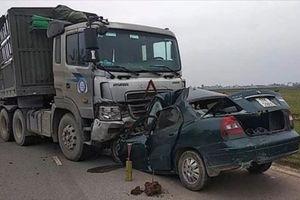 Xe con đấu đầu xe tải, một đại úy biên phòng tử vong