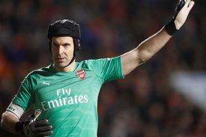 Arsenal gút danh sách người kế nhiệm khi thủ thành Cech treo găng