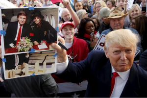 Giải mã 'nguyên tắc thời trang cà vạt' của Tổng thống Trump