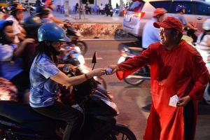 Người đàn ông 'nhảy múa, điên khùng' trên vỉa hè Sài Gòn: Sự thật sau nụ cười đó