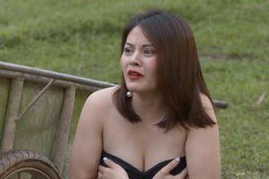 Phim hài Tết 'Đại gia chân đất' bị chỉ trích vì phản cảm