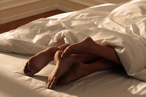 Nhiều phụ nữ trẻ Anh hối tiếc vì quan hệ tình dục quá sớm