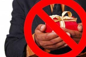 Hà Nội cấm biếu lãnh đạo quà Tết