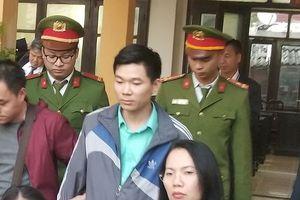 Vụ chạy thận 8 người chết: Bác sĩ Lương giữ quyền im lặng tại tòa