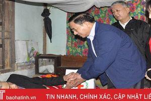 Bí thư Tỉnh ủy Hà Tĩnh thăm hỏi, chúc tết người nghèo