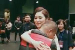 Fan nam mắc bệnh hiểm nghèo quá xúc động khi được Hương Tràm hát tặng riêng hit bự