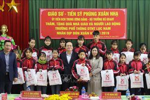 Bộ trưởng Bộ Giáo dục và Đào tạo Phùng Xuân Nhạ làm việc tại tỉnh Bắc Giang