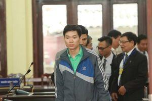 Xét xử vụ án chạy thận 9 người chết ở Hòa Bình: Bác sĩ Hoàng Công Lương xin giữ quyền im lặng vì quá mệt mỏi