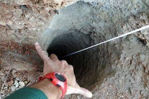 Đau đầu giải cứu bé trai từ giếng sâu 100m nhưng chỉ rộng 38cm