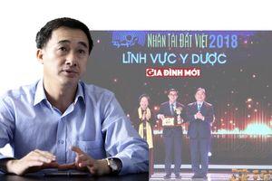 Giám đốc BV K tặng 200 triệu đồng từ giải thưởng Nhân tài đất Việt cho bệnh nhân nghèo