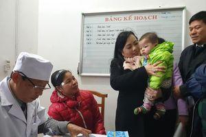 Bộ trưởng Bộ Y tế kể chuyện chính tay mình tiêm cho trẻ, sau 30 phút bị ngừng thở