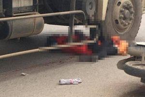 Sau va chạm với xe đạp, cô gái đi xe máy bị xe tải cán tử vong thương tâm