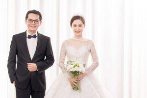 Ảnh cưới đẹp lung linh của NSND Trung Hiếu và vợ