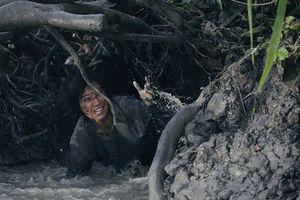 Hoàng Yến Chibi lấm lem bùn đất khiến khán giả khó nhận ra