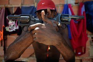 Brazil hợp pháp hóa sử dụng súng dấy lên nỗi lo 'miền tây hoang dã'