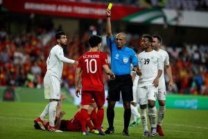 Để bảo vệ Quang Hải, Công Phượng tranh cãi, xô xát với cầu thủ Yemen